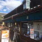 五十鈴茶屋 - 趣きのある建屋に店内です