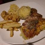 Green'sK鉄板ビュッフェ - 揚げ物類、肝煮、お好み焼き