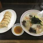 餃子屋麺壱番館 - 料理写真:焼き餃子+タンメン