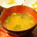 長城 - チャーハンに味噌汁付いてくる