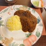 123410582 - お皿が大きいので少なく見えますが                       お腹いっぱいになりました。