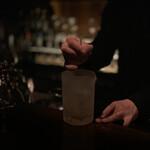 バー サード コルク - マンハッタン:ステア中