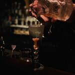 バー サード コルク - マンハッタン:注ぎ中