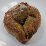 12343081 - 安納いもとクルミの天然酵母パン