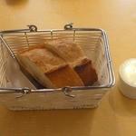 シェ ナーベ - バケットとバター