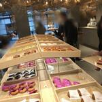 koe donuts - 店内①