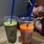 サンデーマンデージュースデー - ドリンク写真:緑が「小松菜」、オレンジが「ニンジン」