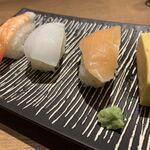 リトルモンスター - お寿司もあります。
