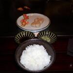 六本木モンシェルトントン -  魚沼産コシヒカリの白いご飯と、帆立貝並びに車海老の鉄板焼です。