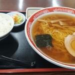 みよし食堂 - 中華ラーメン550円ネギ抜き、小ライス150円