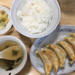 ぎょうざの満洲 - 焼き餃子とライス(451円、税込)