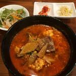 韓国食堂 あんず - 「カルビクッパ」はサラダ&キムチ&ナムル付きです。 税込880円!