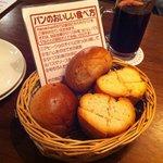 rothisari-chikintowainnomihoudaihamachango-go- - 初めて見た。。パンの正しい食べ方。。
