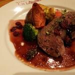 123475215 - スペシャルディナーの鹿背ロースのステーキ