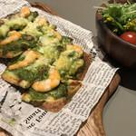 カフェズ キッチン オン ザ テーブル - 海老とマッシュルームのタルトフランベ