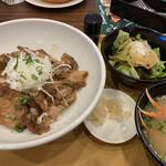 ジョナサン - イベリコ豚丼と蟹の鉄砲汁サラダつき