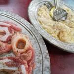スタミナ軒 - 料理写真:豚ナンコツ&豚ホルモン