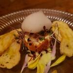 アンジェロ - サーモンコンフィと小柱のタルターラに柚子の泡を少し