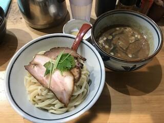 煮干麺 新橋 月と鼈 - 濃厚煮干つけ麺 並盛+にんにく