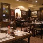 コートロッジ - 地下の食堂