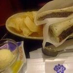 カフェ ジャンシアーヌ - 小倉トースト(ポテチとバニラアイス付き)