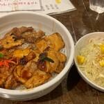 駿 - 焼き鳥丼+サラダ
