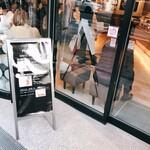 福太郎 - お店の外からの図 混んでます!