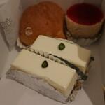 123523264 - チーズケーキ・シュークリーム・フランボワーズ