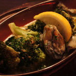 Oyster&Steak DINER es - 牡蠣とブロコリーのアヒージョ