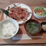 お食事と酒 本郷 - 観音池ポーク炭火たれ焼き定食(968円)