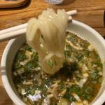 鶏の穴 - 麺リフトアップ
