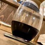 123544357 - 飲みはじめの一杯 飲みやすい赤