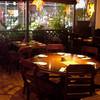 オリエンタルテーブル アマ - 内観写真:木の温もりと間接照明でゆっくりと落ち着く店内