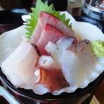 伊豆高原ビール本店レストラン - セットのお刺身(鯛、スズキ、ハマチ、タコ)