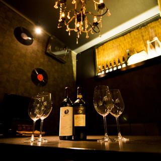 落ち着いた半個室は、女子会やワイン会にもおすすめ