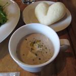 レッドハウスカフェ - 玉ねぎをペーストにしたスープ