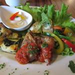 レッドハウスカフェ - 糸島野菜のキッシュとハーブチキン