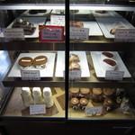 レッドハウスカフェ - 自家製ケーキ類のショーケース