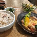 野菜直売 Green Cafe - ・バランス日替り定食[国産鶏のトマト煮]
