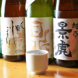 美味しい魚には、美味しいお酒を。こだわりの日本酒をどうぞ