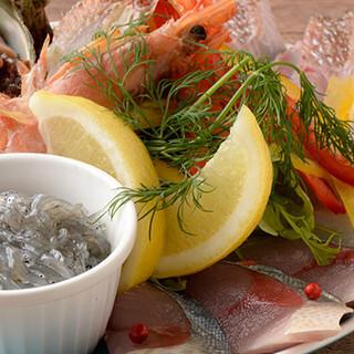 仲買人でもある【弥平】ならでは!港から直接仕入れる新鮮魚介類