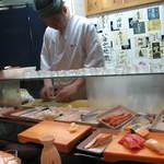 たかせ寿司 - 豊富なネタをカウンターから・・・