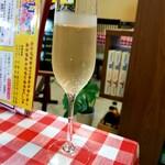ポポロ広場 - ドリンク写真:スパークリングワイン 110円(特別価格)