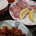 とんちゃんや ふじ はなれ - 料理写真: