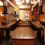 焼肉・ホルモン 激辛番長 - 2階テーブル席