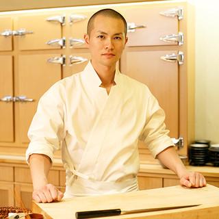 高岡俊輔氏(タカオカシュンスケ)─なんばの鮨と真摯に向き合う