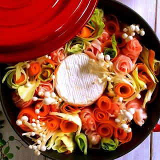 【話題沸騰】黒豚とカマンベールチーズのトマト麹味噌鍋