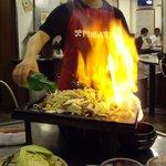 ソウル大門ホルモン - 「燃料」の焼酎を注いで点火の瞬間~まさしく「ファイア~ッ!!!」