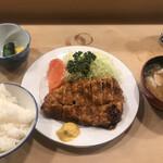 123601929 - ロースかつ定食(2,100円)