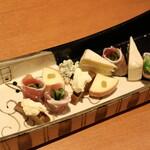 旬魚・地酒・焼酎 いっとく - チーズと生ハムの盛り合わせ